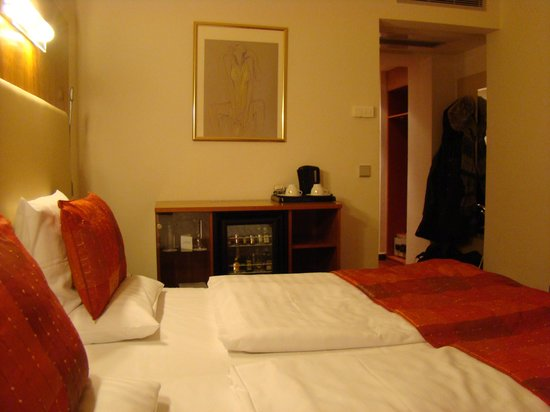 Hotel Ametyst Prague:                   our room
