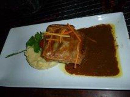 La Boussole :                   Croustillant de magret de canard, jus au miel et foie gras à la fève de Tonka,