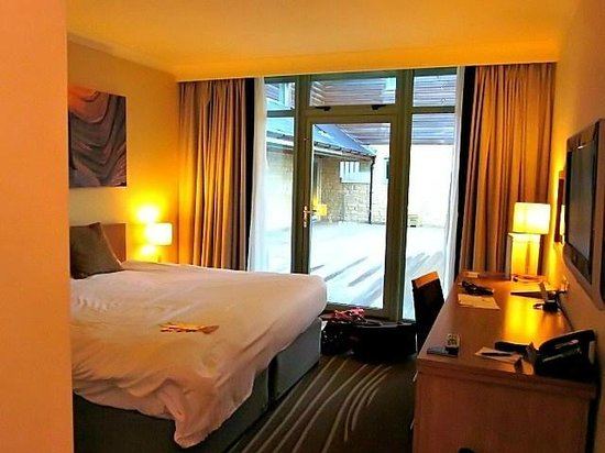 Cotswold Water Park Four Pillars Hotel: Room