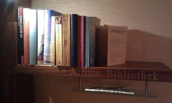 Atrium Hotel Mainz:                   library