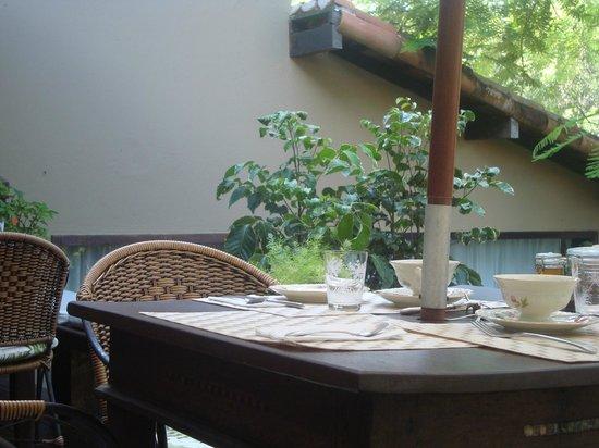 Villa Balthazar:                   área reservada para o café da manhã jardim