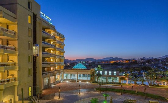 Aguamarina Golf Hotel:                   View towards main entrance