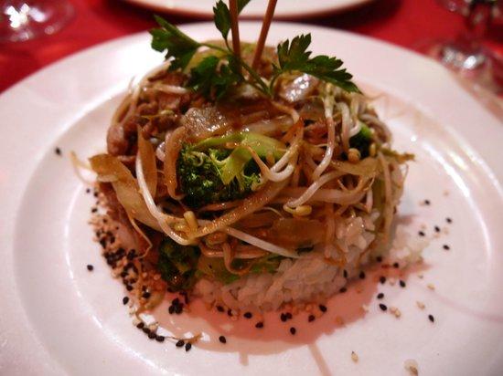 Ocean Maya Royale:                   Heerlijke wok gerechten in het Japanse restaurant.