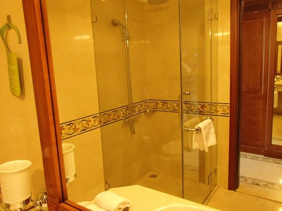 Grand Hotel Saigon:                                     Bathroom