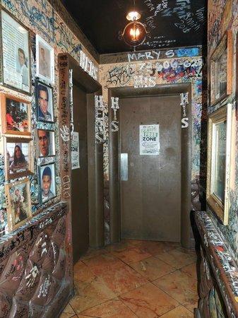 Gino's Pizzeria :                   Il corridoio dei famosi
