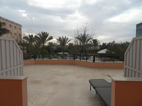 Novotel Cairo 6th Of October:                                     View towards pool