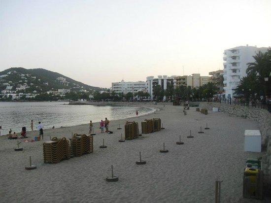 Hostal Sa Rota:                                     The beach 5 mins away