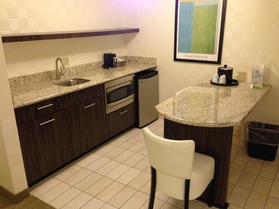 Hampton Inn & Suites Chicago - Downtown:                   kitchen