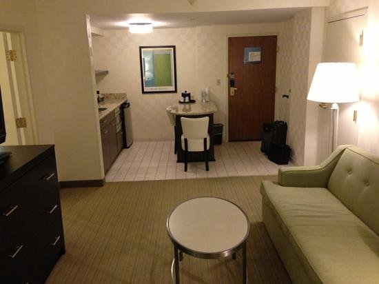 Hampton Inn & Suites Chicago - Downtown:                   living 3