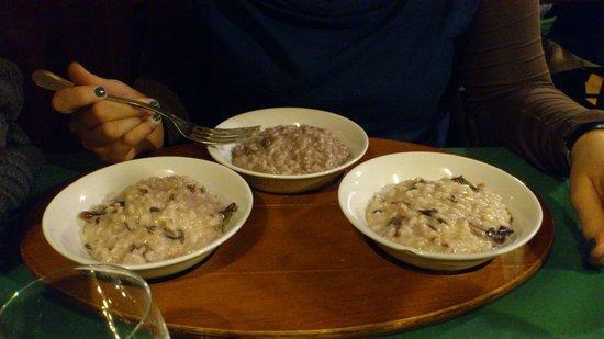 Premiata Gnoccheria E Risotteria:                   Tris di risotti servito su vassoio di legno