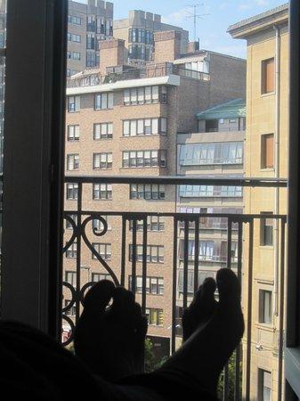 Hotel Avenida : balcón vistas calle principal