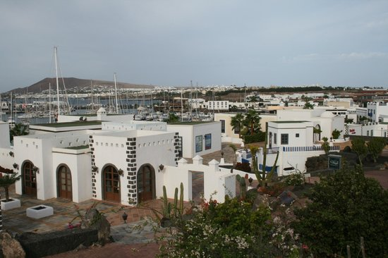 Hotel THe Volcan Lanzarote:                   View over the harbour from the hotel