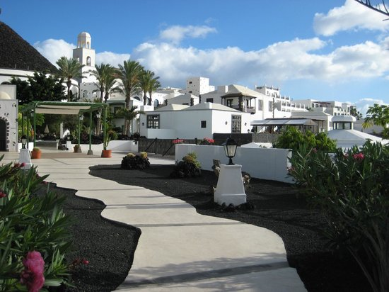 Hotel THe Volcan Lanzarote:                   Hotel and grounds