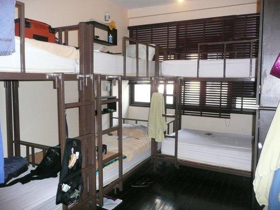 Niras Bankoc Cultural Hostel : la camerata femminile da 6