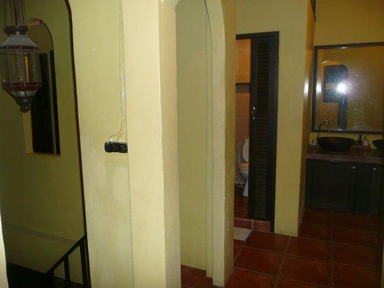 Niras Bankoc Cultural Hostel: area bagni
