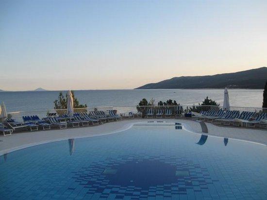 Valamar Bellevue Hotel & Residence:                   pool