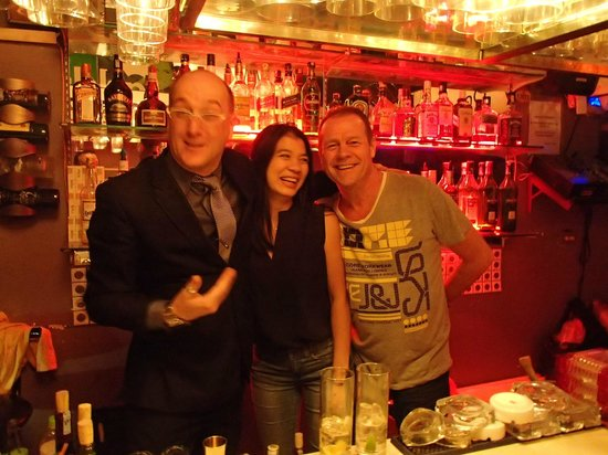 โรงแรมชาร์มมิ่ง2:                                     Fat Cat bar owners Olivier on the left, and his wife Nuang i