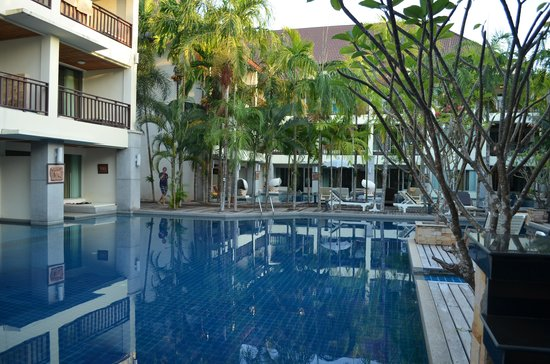 Lanta Sand Resort and Spa : poolby the deluxe balcony rooms