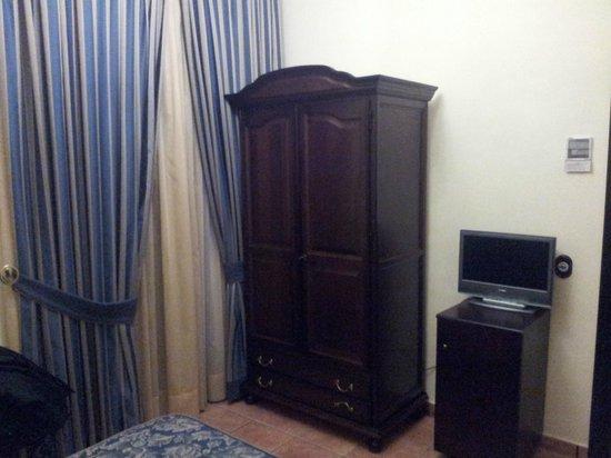 Hotel El Poeta de Ronda: El armario de la habitación
