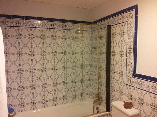 Hotel El Poeta de Ronda: El baño