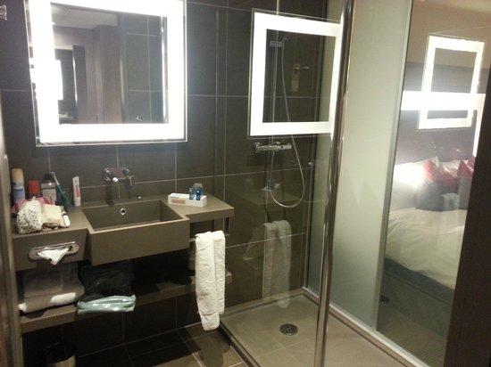 Novotel London Blackfriars: Bathroom in room 1004 Novotel Blackfriars