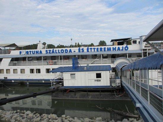 Fortuna Boat Hotel & Restaurant:                   ボートホテル外観
