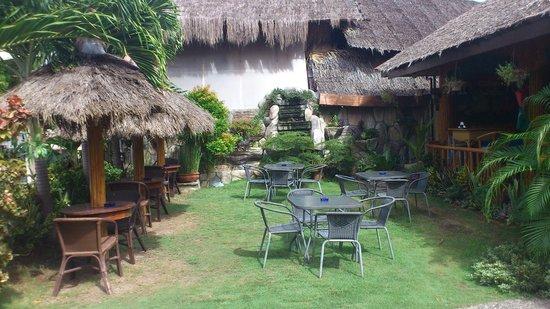 CouCou Bar & Restaurant:                   Tuin restaurant