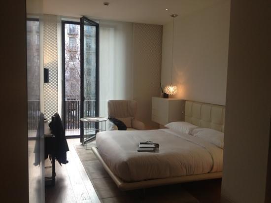 Mandarin Oriental, Barcelona: Poco espacio para moverse por la habitacion
