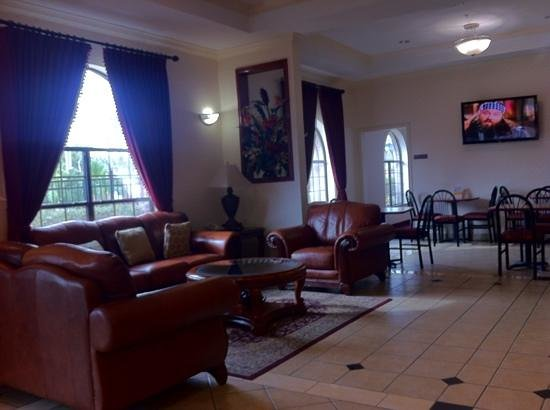 EconoLodge Inn & Suites:                   nice place