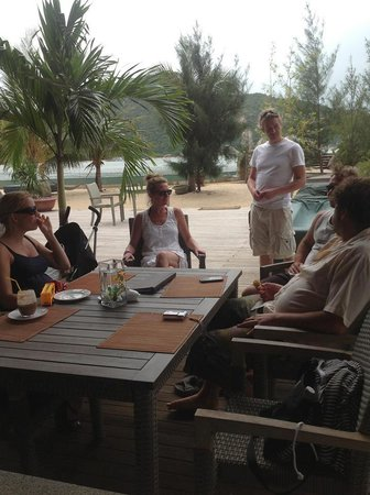 An Lam Ninh Van Bay Villas:                   relaxing around the restaurant upon arrival