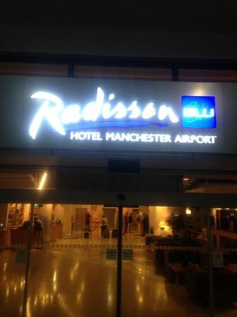 Radisson Blu Hotel, Manchester Airport:                   Main Entrance