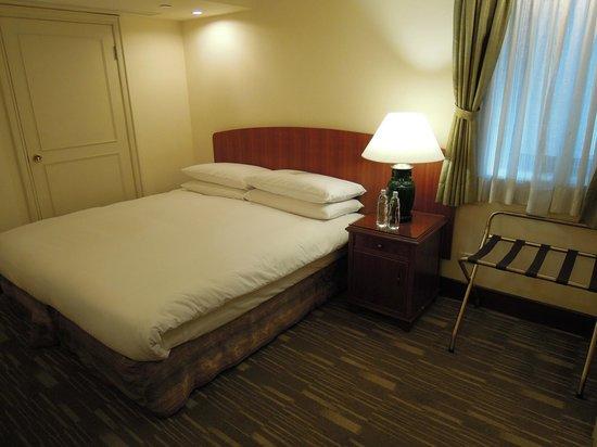 Imperial Hotel Taipei:                   窓が小さい