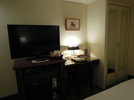 Imperial Hotel Taipei:                   クローゼットにはセーフティーボックスがあります