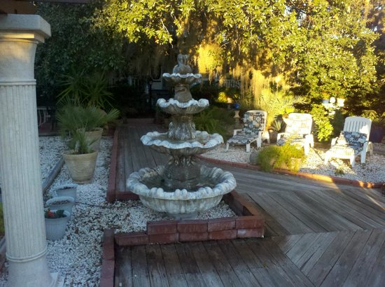 Tybee Island Inn:                   The Inn's front yard