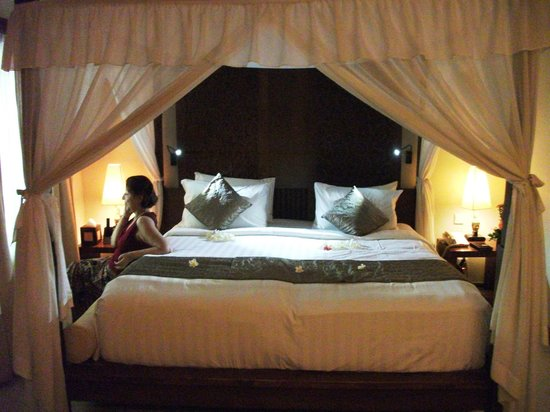 Kuta Seaview Boutique Resort & Spa:                   Four poster bed