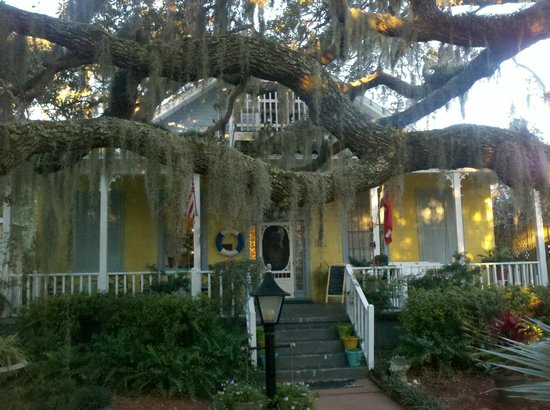 Tybee Island Inn:                   Perfect front porch