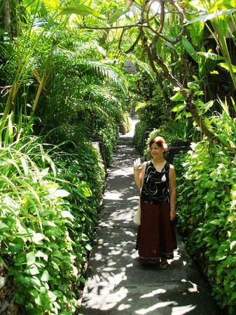 Kuta Seaview Boutique Resort & Spa:                   Way to the room