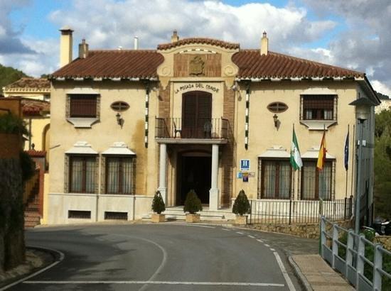 La Posada Del Conde: The restaurant is to the left.