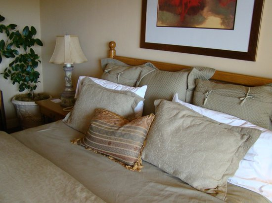 Tickle Pink Inn:                   Comfy room & complimentary bubbly on arrival