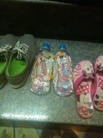 เว้นิโน โฮเต็ล:                                     Recycled plastic Shoes