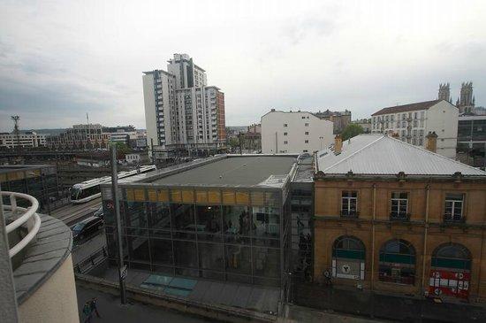 Ibis Nancy Centre Gare et Congrès :                   窓から少しだけトラムも見えました