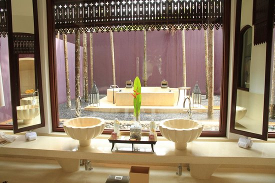 Phulay Bay, a Ritz-Carlton Reserve:                   Outdoor bathroom - we were there in 14th Feb.....