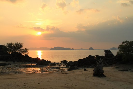 Phulay Bay, A Ritz-Carlton Reserve:                   Beautiful sunsets from the beach bar