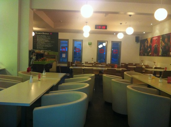 MEININGER Hotel Berlin Alexanderplatz:                   Breakfast room