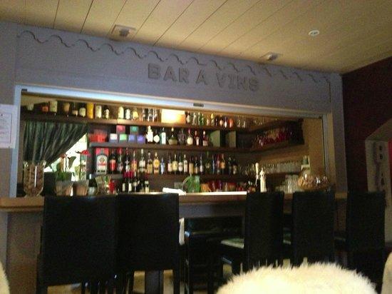 Chalet Hotel La Chaumiere:                                     Warm & Cosy Bar / Sitting area