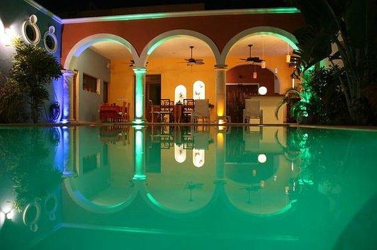 Hotel Merida Santiago: Pool bei Nacht