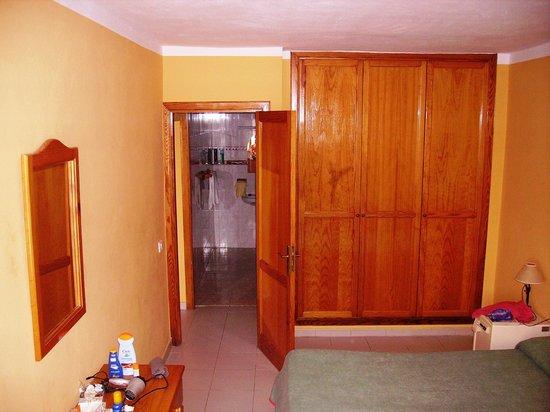 Aparthotel Lanzarote Paradise:                   Bedroom 2