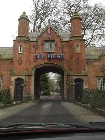 The Mere Golf Resort and Spa: entrance