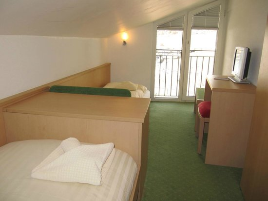 Chalet Hotel Annahof : Room 32 . Extra room with sloping ceiling