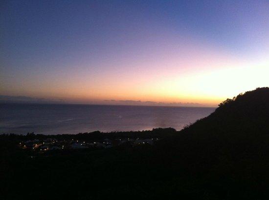 Residence Ilot Bleu:                   Vue au soleil couchant